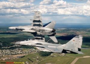 """Mit einer kanadischen F-18 während der Übung Maple Flag im """"pitch out"""" über Cold Lake."""